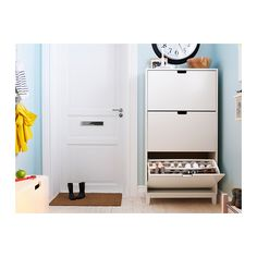 STÄLL Sapateira c/3 compartimentos IKEA Ajuda-o a organizar sapatos e permite poupar espaço no chão.