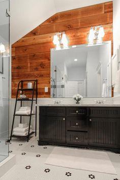 Wood in bathroom - 604 Vincent