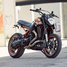 I LOVE THIS BIKE!! Chuffin amazin - it looks like something straight out of the Guzzi factory. Genius I tell you.