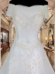white bridal gown wedding gown for rent Php3,000.  www.gownforent.com   Debut, flores de mayo, pageant, sta cruzan, gala, wedding   Viber/Telegram/Line/Whatsapp: 09983606102   www.gownforent.com   Facebook: manilagowns   Instagram: gownforent Gown Wedding, Bridal Gowns, Wedding Dresses, Gowns For Rent, White Bridal, Manila, Pageant, Facebook, Lace