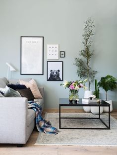 Renews room with colors and images Living Room Decor Green Walls, Mint Living Rooms, Interior Paint Colors For Living Room, Decor Room, New Living Room, My New Room, Light Green Walls, Mint Walls, Mint Green Rooms
