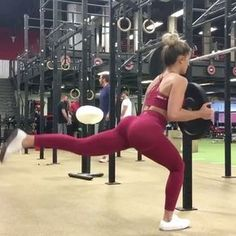 If you want your legs to feel like jello try this workout & visit @SculptLifestyle if you're trying to sculpt that body or need #workout motivation.  Hurts so good so fire so flames growing the peach and quads. Add this to your next leg day: 1️⃣ 4 SETS: 8 stationary lunges on each leg to 10 pulsing lunges, 10 pulse squats, 10 pulsing lunges other leg 2️⃣ 5 sets of 5 one and 3/4th squats. These are my all time favorite the burn is soooo good Song: Halsey | Now or Never . . . Credi...