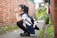 Check out these Japanes theme cosplay characters. Loyal cosplay showing their costumes… it is amazing the costumes that they have come up with. A Weekend of Cosplay At It's Best in Japan! Sitting Pose Reference, Human Poses Reference, Pose Reference Photo, School Girl Japan, School Uniform Girls, Japan Girl, Cute Japanese Girl, Japanese School, Sitting Poses