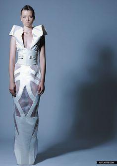 anneliese, hussein bazaza, futuristic clothes, future girl, alternative girl, future fashion, futuristic style, futuristic look, model by FuturisticNews.com