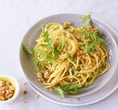 Im Blitzhacker ist Pesto ratzfatz fertig – und mit Rauke superfrisch und total angesagt.