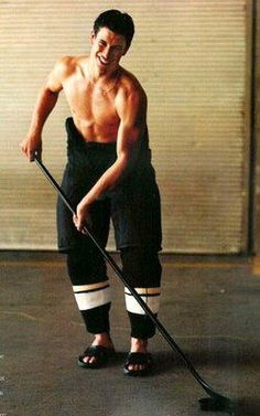Sidney Crosby shirtless, holly momma that is hot. Now that is what I call the ultimate package