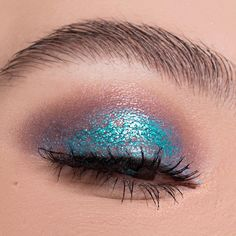 """5,377 Likes, 49 Comments - Greta Agazzi (@greta_ag) on Instagram: """"Micro texture  Using @makeupforeverofficial (the blue is aqua cream in the color Turquoise). I…"""""""