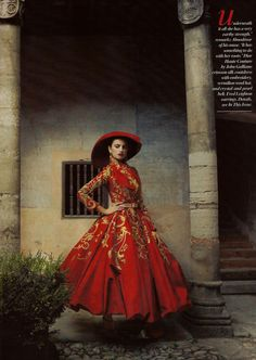 Penelope Cruz in Christian Dior, Fall 2007 Couture, Vogue US, December 2007- Photo by Annie Leibovitz