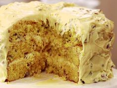 Cake with Butter Pecan Frosting from This is a great cake but, I have a problem finding the butternut flavoring.Butternut Cake with Butter Pecan Frosting from This is a great cake but, I have a problem finding the butternut flavoring. Köstliche Desserts, Delicious Desserts, Yummy Food, Yummy Snacks, Frosting Recipes, Cake Recipes, Dessert Recipes, Pecan Recipes, Butternut Cake Recipe