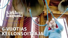 6-vuotias Akseli soittaa kirkonkelloja Huopalahden kirkossa