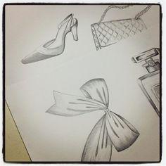 Sketching… #chanelicons #drawing #illustration #ilustracao #desenho #ribbon #laco #scarpin #chanel #sketch #pencil #lapisgrafite #purse #perfume