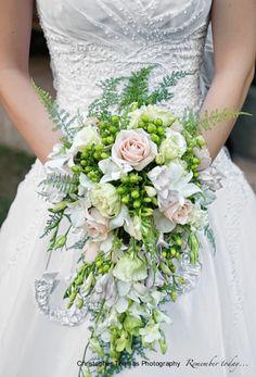 Brisbane Wedding Photographer, wedding flowers, green and white wedding flowers, Christopher Thomas Photography