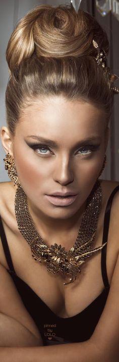 Mati Boker | LOLO Im Fabulous, You Are Beautiful, Beautiful Eyes, Beautiful Women, Vintage Hairstyles, Wedding Hairstyles, Light Brunette Hair, Close Up, Beauty Makeup