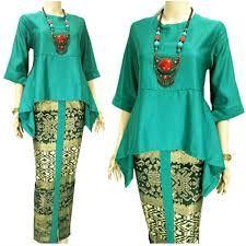 Nice use of vibrant colors. Blouse Batik, Batik Dress, African Wear, African Dress, Model Kebaya, Batik Fashion, Modesty Fashion, African Print Fashion, Mode Hijab
