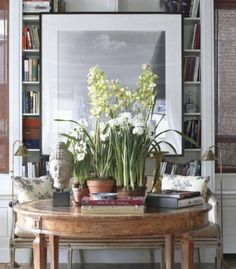 Design Chic: Things We Love: Round Entry Table