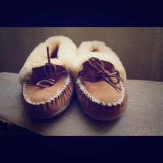 "LL BEAN sheep skin moccasins 10M Bundle=20% OFF!! LL BEAN suede, sheep skin moccasin/ slippers women's 10M! Great gently used condition, light signs of wear! Bundle 2 or more items and save 20%!! OR make me a reasonable offer via the ""Offer"" button! L.L. Bean Shoes Moccasins"