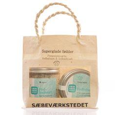 Sæbeværkstedet gavepose superglade føtter - Ren Lykke Paper Shopping Bag, Coffee, Drinks, Kaffee, Drinking, Beverages, Cup Of Coffee, Drink, Beverage
