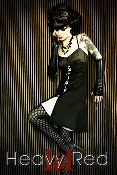 I love this gothic style look.