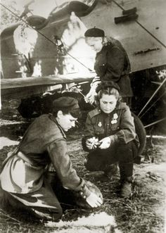 Pilot Raya Aronova her plane Mechanics insert fuses in a bomb Suspended 4 to aircrafts bomb 50 or 2 100 kg. During the day the girls hung each several tons of bombs, as the aircraft took off with five minutes interval