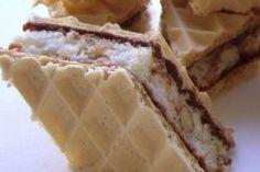 Reteta Deliciu cu napolitana Romanian Desserts, Romanian Food, Peach Cookies, Cake Cookies, Good Food, Yummy Food, Homemade Cakes, Diy Food, Yummy Cakes