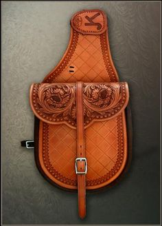 Custom made saddle bag, Gordon Andrus, Maker. Beautiful tooling on this saddle bag! Leather Carving, Leather Art, Saddle Leather, Custom Leather, Leather Design, Leather Tooling, Tooled Leather, Cow Girl, Cowboy Crafts