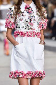 Detalhes // Chanel, Paris, Verão 2015 RTW // Foto 18 // Desfiles // FFW