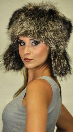 Cappello pelliccia procione con praorecchie unisex  www.amifur.it