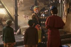 Find out if you're Mary Poppins, Jane Banks, Michael Banks, Topsy, or Jack the lamplighter from Mary Poppins Returns by answering these simple questions. Mary Poppins, Movie Costumes, Girl Costumes, Michael Banks, Sandy Powell, Film Watch, Meryl Streep, Disney Movies, Costume Design
