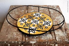 — Flore is a collection of three trays design by Davide G. Aquini and made of mosaics by Ursula Corsi in Pietrasanta.