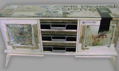 """""""Opera 001""""  Decorazione a restyling di mobile anni '50. Interamente decorato con inserimento di pezzi di stoffe, vecchie maniglie, cartoline, fotografie e quotidiani."""