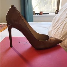 Valentino Pump with stud detail Like new! This is a size 36. Valentino 100%authentic. Only has 6 months old. Box, and dust bags included. Valentino Shoes Heels