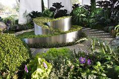 Potager i spiral på höjden Metal Planters, Garden Planters, Herb Garden, Garden Art, Garden Design, Garden Ideas, Natural Ecosystem, Outdoor Classroom, Garden Show