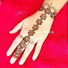 Design Swirls And Tulip Mehndi Designs: Easy and Henna Hand Designs, Eid Mehndi Designs, Mehndi Designs Finger, Mehndi Designs For Beginners, Modern Mehndi Designs, Mehndi Design Pictures, Bridal Henna Designs, Beautiful Mehndi Design, Latest Mehndi Designs