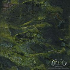 Green Peace Granite (Kitchen-Design-Ideas.org)