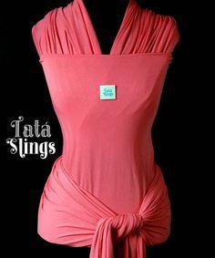 Tatá Sling Elástico Coral  Tecido de malha elástica envolve a pele do bebê como um abraço =) É lindo é gostoso é Tatá Slings :-)
