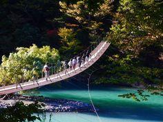ターコイズブルーの湖上!静岡・寸又峡の『夢の吊り橋』を渡ってみたい! - Find Travel