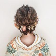 . . . ドライフラワーの小花を散らして かわいらしく 𑁍 . hair & make ➳ Yurika Miwa . @miwa.hm_aquashinjuku . . #weddinghair #wedding #japanese #bridal #hairarrange #weddingmake #weddingphoto #photography #hairstyle #makeup #tokyo #결혼 #헤어스타일 #kimono #色打掛 #和装 #花嫁 #前撮り #和装ヘア #プレ花嫁 #ヘアメイク #結婚式 #ヘアアレンジ #ヘアスタイル #スタジオアクア #スタジオアクア新宿店 #2018秋婚 #和装前撮り #和婚 #日本中のプレ花嫁さんと繋がりたい Party Hairstyles, Wedding Hairstyles, Beauty Care, Hair Beauty, Japanese Wedding, Hairdo Wedding, Hair Arrange, Hair Setting, Japanese Outfits
