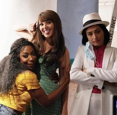 Snl Cast Members, Kate Mckinnon, John Mulaney, Saturday Night Live, Comedians, Lesbian, It Cast, New York, Pizza