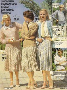 Pliseeraukset, Anttilasta 1979 Vintage Outfits, Vintage Fashion, Vintage Clothing, Sexy Skirt, Two Piece Outfit, Vintage Skirt, Real People, Pleated Skirt, Childhood Memories