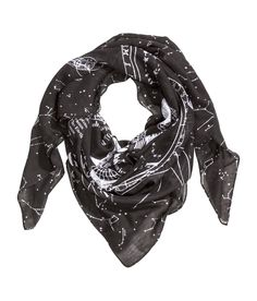 Square scarf in airy woven fabric with a printed pattern. Size 45 x 45 in. | H&M Accessories