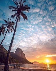 Dica de lugar para ir com a Mamãe  Que tal um passeio tranquilo onde os benefícios podem ser, além da felicidade da sua mãe, físicos?… Beach Photos, Cool Photos, Brazil Travel, Beautiful Sunrise, Wonders Of The World, Travel Destinations, Beautiful Places, Scenery, Places To Visit