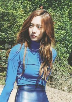 Jung SooJung (born October better known by Krystal, is an American and South Korean singer and actress based in South Korea. Krystal Fx, Jessica & Krystal, Korean Girl, Asian Girl, Korean Star, Girl's Generation, Krystal Jung Fashion, Shinee, Kiko Mizuhara