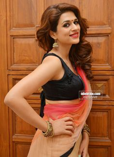 shraddha das Hot Navel In Half Saree & Side View Of Melons In Sleevless Blouse