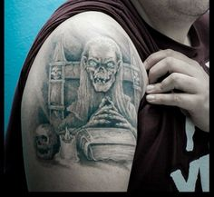 Some people like horror movies, while others absolutely love them. There are even those who love them enough to get permanent tattoos of their favorite scary movie icons. Check out 20 of the most impressive horror-inspired tattoos we could find. Horror Movie Tattoos, Scary Tattoos, Wicked Tattoos, Badass Tattoos, Horror Movies, Body Art Tattoos, Sleeve Tattoos, Cool Tattoos, Awesome Tattoos