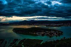 Η πολη των ιωαννινων #ιωαννινα #ηπειρος #νησακι #λιμνη Our Town, Places Ive Been, Greece, Sky, River, Night, Outdoor, Dreams, Purple