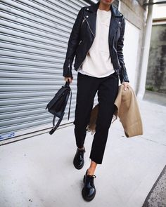 A white t shirt under a black leather jacket or a black t shirt with white jeans, it's hard to mess up this timeless color combination. Stylish Outfits, Cool Outfits, Flannel Outfits, Winter Date Outfits, Skirt Fashion, Fashion Outfits, Black And White T Shirts, Black White, Edgy Style