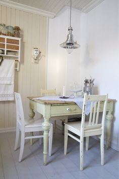 I love the chipped paint look. I love the idea of using an old desk as a dining room table. It's adorable and you can use the drawer to store placemats and things. Small Room Decor, Apartment Living, Space Decor, House, Dining Room Small, Home Decor, Country Dining, Kitchen Dining Room, Small Dining Room Space
