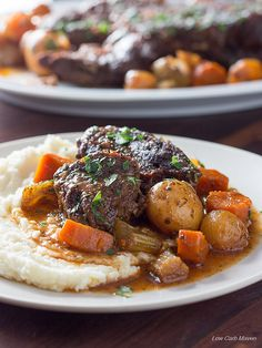 A low carb pot roast perfect for Atkins, Keto and LCHF diets. This gluten free and grain free recipe is easy and flavorful! via Low Carb Maven Low Carb Dinner Recipes, Keto Dinner, Healthy Dinner Recipes, Crock Pot Chuck Roast, Pot Roast, Roast Gravy, Shawarma, Paleo, Roast Recipes