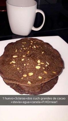 Pancakes sin harinas: ideal para perder peso, quemar grasa o mantenerte. Merienda pm o cena. Necesitas: 1 Huevo entero + 3 claras (proteína) 1/4 de cacao sin azúcar (una cucharada grande o dos pequeñas) si tienes linaza puedes agregarle, yo no use. Stevia al gusto (2 sobres), canela, esencia de coco o vainilla, Polvo para hornear (esponjadas) 1/4 de agua o leche de almendras. Lo llevas a una sartén antiadherente a fuego lento, vierte parte de la mezcla y tapalo. Inténtalo.