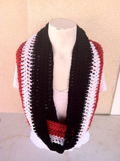Chicago Bulls Infinity Crochet Scarf by leboutiquecrochet on Etsy, $20.00 #etsy #crochet